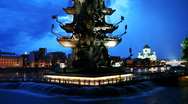 Illuminated monument to Peter Great and fountains in Moscow River Stock Footage