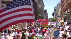 Overhead lippu - Maahanmuutto maaliskuussa ja ralli Arkistovideo