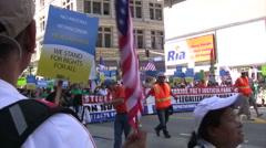 Mies tilalla lippu - Maahanmuutto maaliskuussa ja ralli Arkistovideo