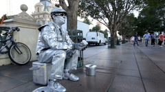 Metallic man posing as Atatue for donations Stock Footage
