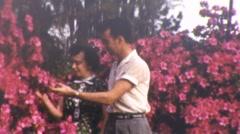Rakastava pari Garden Noin 1947 (vintage Film 8mm Home Movie) Arkistovideo