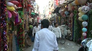 Crowded road in crawford market, Mumbai, India Stock Footage