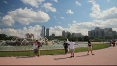Wide Shot of Buckingham Fountain in Downtown Chicago Stock Footage