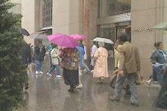 People outside Tiffany & Co, 5th Ave on a rainy Manhattan day Stock Footage