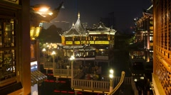 The Illuminated nine-turn zig-zag bridge at Yuyuan Bazaar, Shanghai, T/Lapse - stock footage
