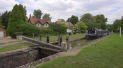 Narrowboat going through a lock on the Oxford Canal, time lapse Stock Footage
