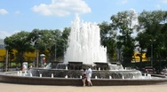 Splash of fountain in a urban park Stock Footage