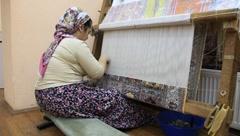 Carpet weaving. Turk woman make a silk carpet Stock Footage
