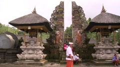 Traditional balinese splitgate in Pura TIRTA EMPUL Stock Footage