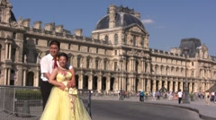 Maried couple in front of le Louvre, paris france Stock Footage