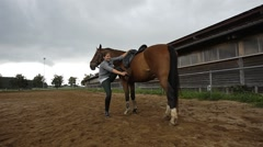 Getting on a horse 8/16 Stock Footage