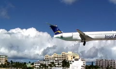 Airplane flying over the beach in St,Martin, Caraibe Stock Footage