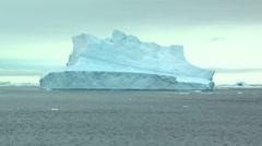 Ingle iceberg in long shot, antarctica Stock Footage