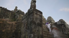 Crowds climbing down from Phnom Bakheng Stock Footage