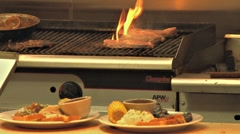 Grill to Plate - rack focus 24p Stock Footage