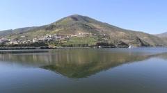 Vene ja pohdintaa Douro-joen Portugalissa Arkistovideo