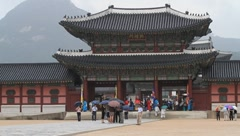People touring a Gwanghwamun(Heungyemun) in Korea on a rainy day Stock Footage