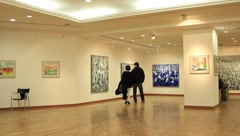 Couple watching paintings at a gallery in Korea Stock Footage