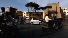 Italia Rooma liikenne skootteri moottoripyörä moottoripyörä Arkistovideo