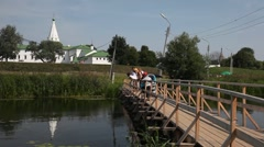Bridge over Kamenka river in Suzdal Stock Footage