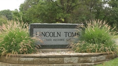 Lincoln's Tomb sign near tomb site in Springfield, Illinois Stock Footage