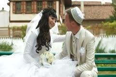 Crimean Tatar newlyweds in Bakhchisaray Palace - stock footage