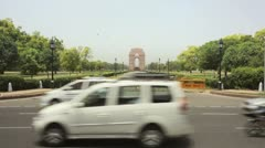 India Gate in New Delhi, India as traffic passes by Stock Footage