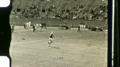 Seiväshyppääjä vuonna Stadium Noin 1936 (vintage Film Home Movie) 1120 Arkistovideo