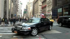 WorldClips-NYC Town Car-Skyline-zoom Stock Footage