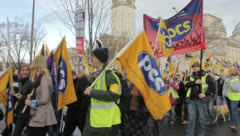 Union strikes (8473) Stock Footage