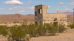 Long abandoned and forgotten house in the desert long static Stock Footage