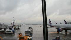 Lentokenttä lentokenttä timelapse - näkymä terminaalista Arkistovideo