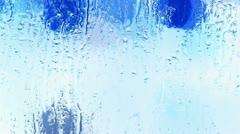 Vesipisaroita ikkunat, Säleiköt, jää, vesihöyry. Arkistovideo