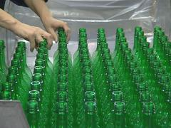 Human hands take green PET bottles. Stock Footage