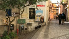 Senior couple walking on narrow alley in Italy Stock Footage