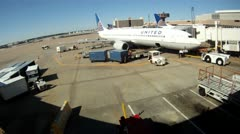 United airlines loading baggage luggage workers working on tarmac Stock Footage