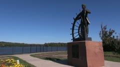 Missouri Hannibal Mark Twain statue & river - stock footage