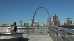 Missouri St Louis arch and statue s Stock Footage