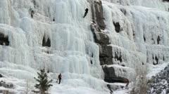 Ice kiipeilijöitä kaksi vaarankylki P HD 8920 Arkistovideo
