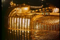 King Tut Treasures, the wooden gilt coffin in the Cairo Museum Stock Footage