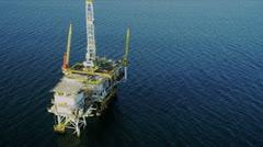 Ilmakuva öljynporauslautta syvällä meressä, USA Arkistovideo