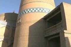 Uzbekistan Khiva tilts up Juma minaret Stock Footage