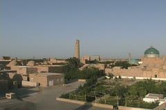 Uzbekistan Khiva zooms to minaret Stock Footage