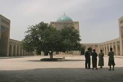 Uzbekistan Bukhara tourists in a courtyard Stock Footage