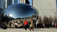 Cloud Gate in Millenium Park Chicago Stock Footage