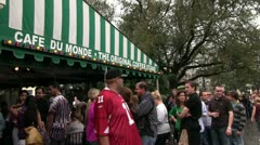 Line for Cafe Du Monde in New Orleans Stock Footage