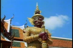 The Royal Palace of Bangkok, the classic face of a standing guard dragon Stock Footage