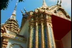 The Royal Palace of Bangkok, pan left the temple and spires Stock Footage