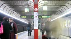 Junat tulevat ja jätä metroasema Arkistovideo