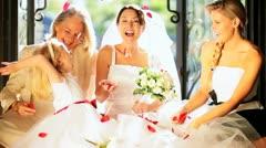 Neljä naisille perheenjäsenten Home Häät Arkistovideo